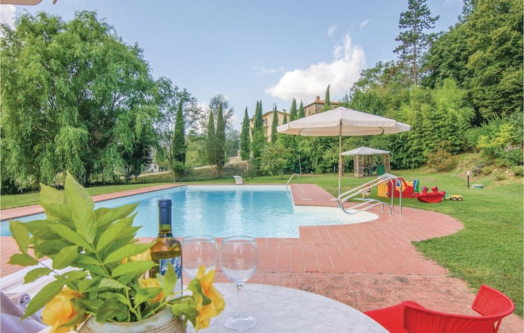 Holiday cottage with 2 bedrooms on 80 m² in Citta´di Castello PG
