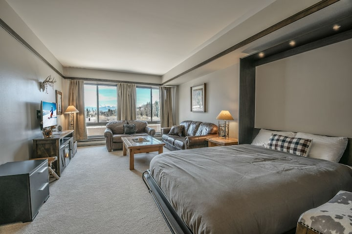 Slopeside 2738- Beautiful studio located at Mountain House ski base