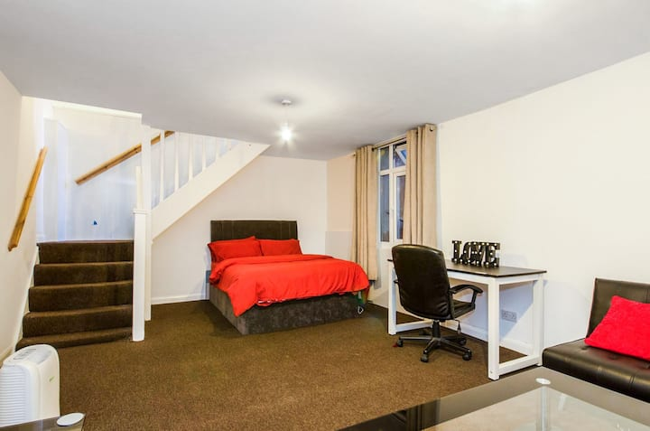 Watford junction station- Apartment