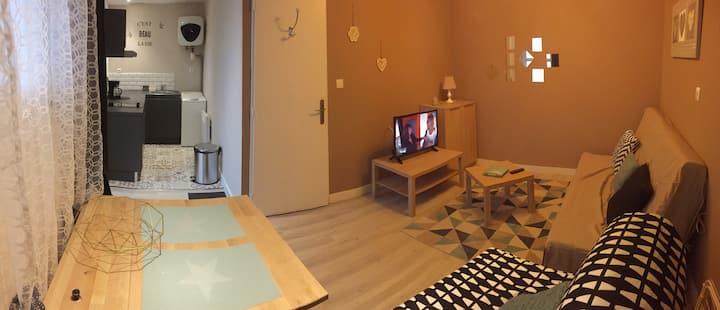 Studio tout confort proche commodités et CNPE