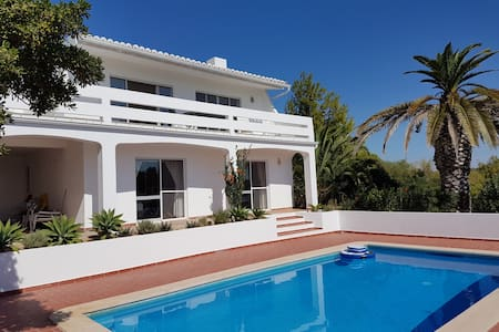 Holiday villa in Salema with pool - Budens