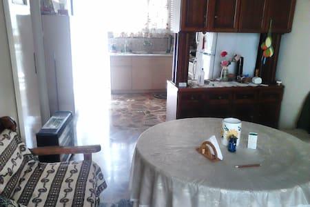 Ήσυχο, κοντά σε Θησείο, Μοναστηράκι - Tavros - บ้าน