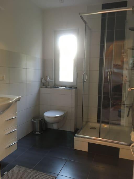 separates Duschbad zur eigenen Verfügung