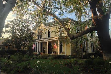 Vanderlip/Allen/Figge home - Tustin - House