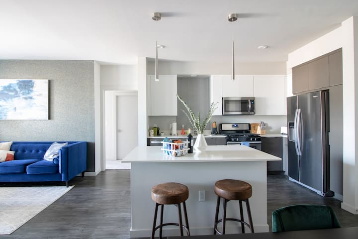 New & Chic Silicon Valley Apartment, 2BR by TRIBE