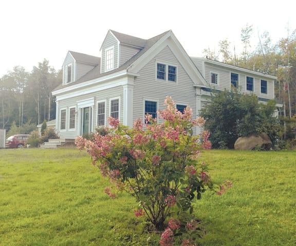 Renovated, Sunny 1850's Island Farm - Chebeague Island - Hus