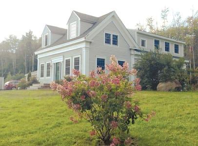 Renovated, Sunny 1850's Island Farm - Chebeague Island - Dům