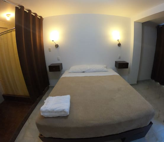 Private entrance & bathroom with queen bed 3