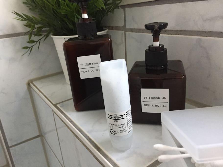 Shampoo, Duschgel, Zahncreme inkl.