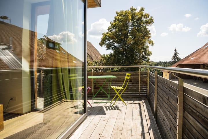 Balkonzimmer auf dem Gut Hügle Erlebsnisbauernhof
