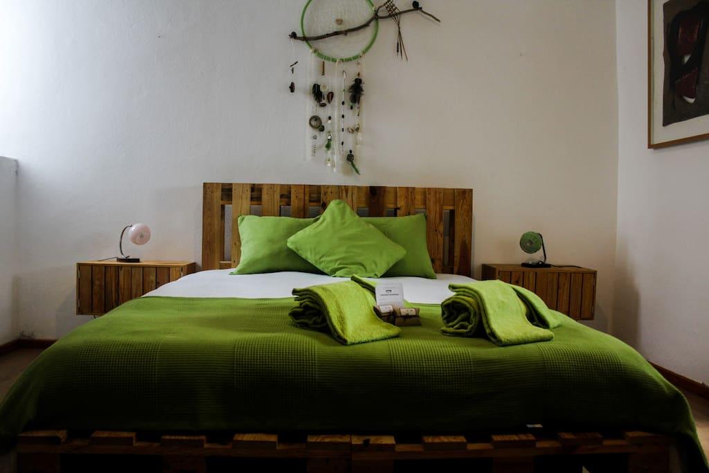 Room 1: A comfy Kingsize bed