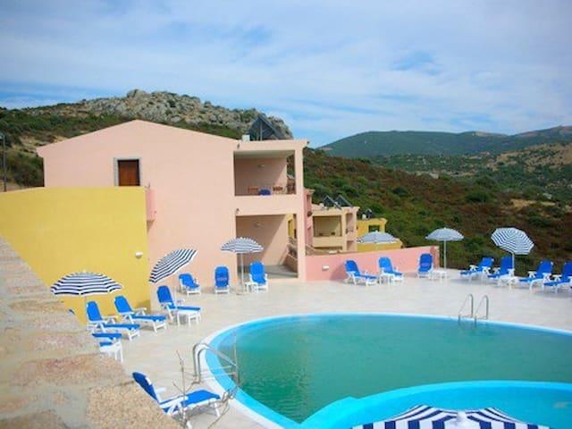 appartamento con piscina t03 - Trinità d'Agultu e Vignola - Lägenhet