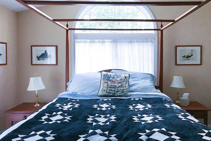 Perfect Okemo Room Queen Poster Bed - Ludlow - House