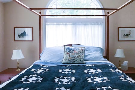 Perfect Okemo Room Queen Poster Bed - Ludlow - Hus