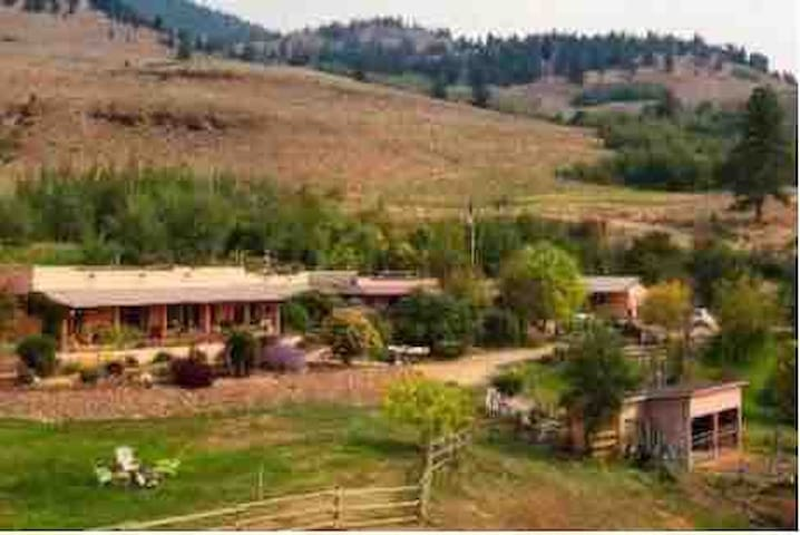 Mountain Ranch Getaway with a Breathtaking View!
