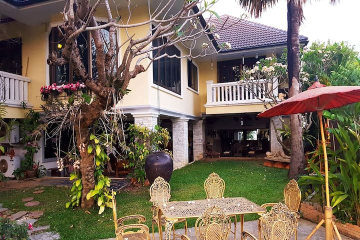 Executive Lovely Garden Villa in Golf Course - Tambon Rim Tai - Hus