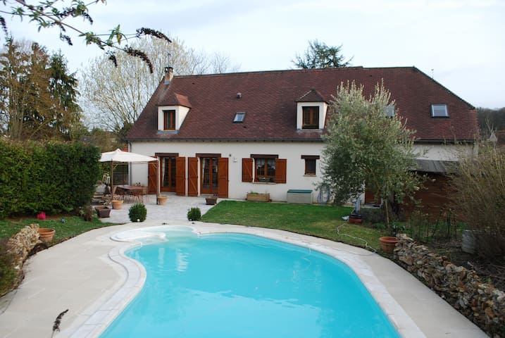 Room bathroom,swimming pool south 45 km from Paris - Saint-Fargeau-Ponthierry - Casa