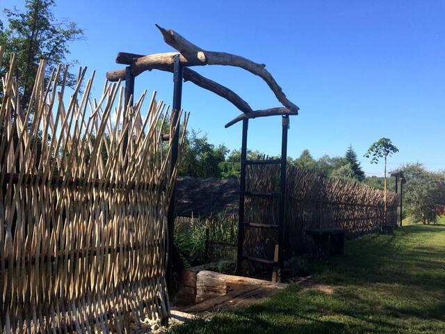 Zanzibara style fence giving more privacy