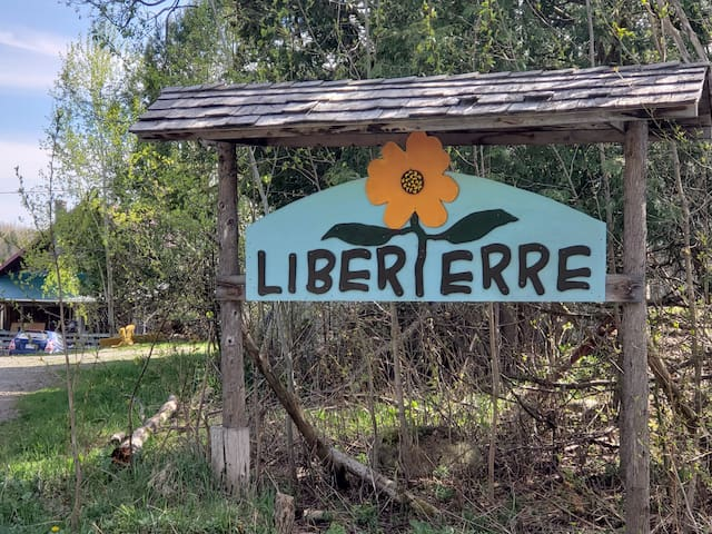 Liberterre Farm & Apothecary, Estrie at it's best!