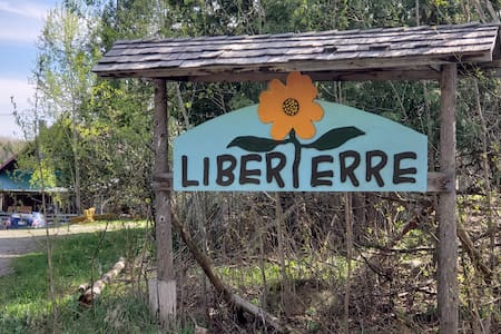 Liberterre Farm & Apothecary, Estrie at it's best!