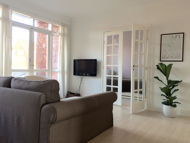 Spacious apartment in beautiful Cph suburbs - Charlottenlund - Lejlighed