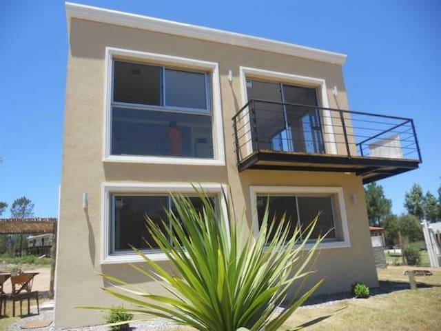 Casa Punta Colorada, Piriapolis, a 60m del mar (B)
