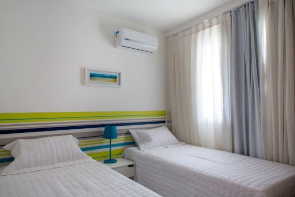 Quarto Solteiro 2 camas e c/ Ar condicionado