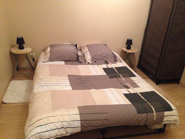 Canapé lit dans chambre 2