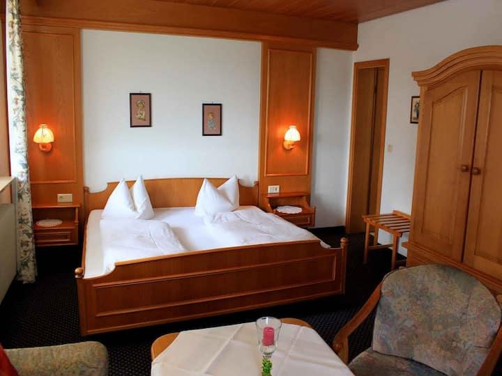 Gästehaus Mayer-Bartsch, (Meersburg), Doppelzimmer ohne Balkon mit Dusche und WC