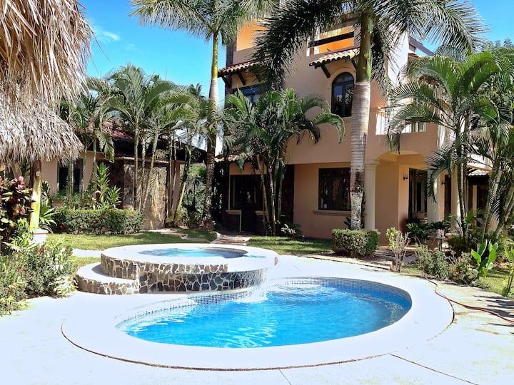 1*2 2 Villas/8 Bdrms-Ocean Views-2 Pools-Concierge