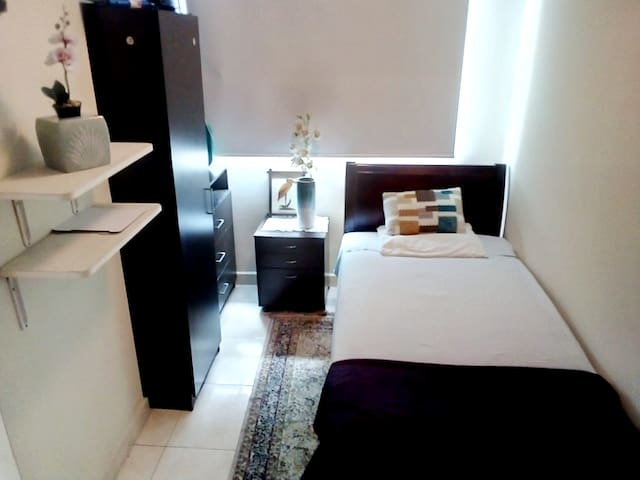 Confortable habitación 1/p con baño privado