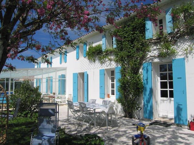 Grande charentaise familiale entre mer et marais - Mornac-sur-Seudre - House