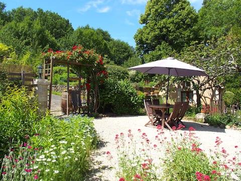 Gîte au calme avec jardinet, piscine commune