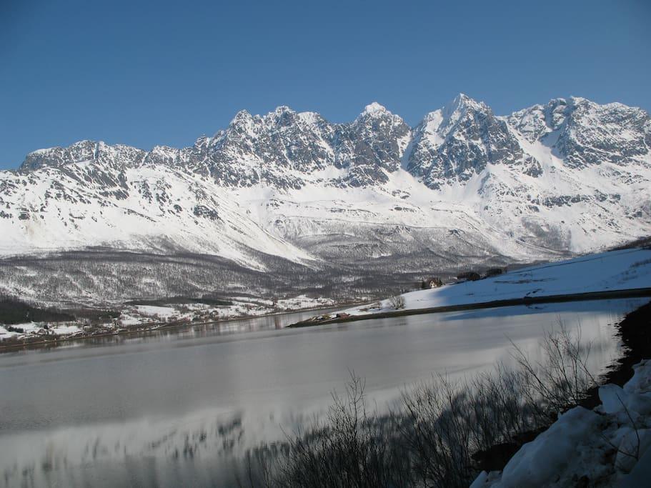 Lakselvbukt with Lyngen alps