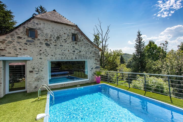 La grange et sa piscine chauffée