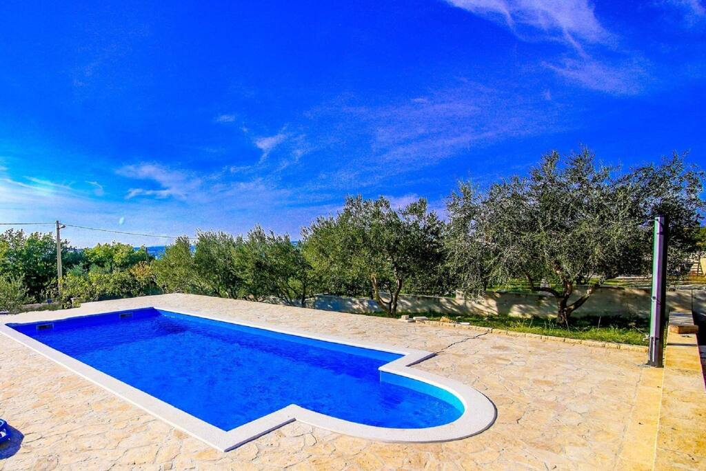 Large Holiday House With Swimming Pool And Roofed Terrace Houses For Rent In Benkovac Croatia