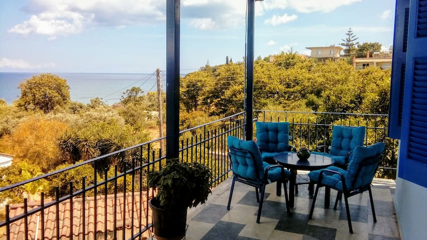 """Villa """"Lefki"""" with Spectacular View in Chrani"""