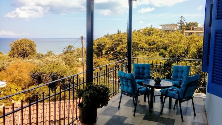 "Villa ""Lefki"" with Spectacular View in Chrani"