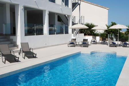 Luxury villa with heated pool for 12 to 14 people