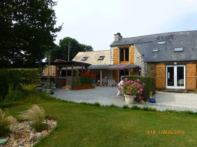 Rural 1st floor appartment - Noyal-Pontivy - Lejlighed