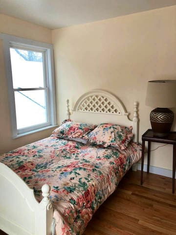 Cozy Stay in Cold Spring Rose Room