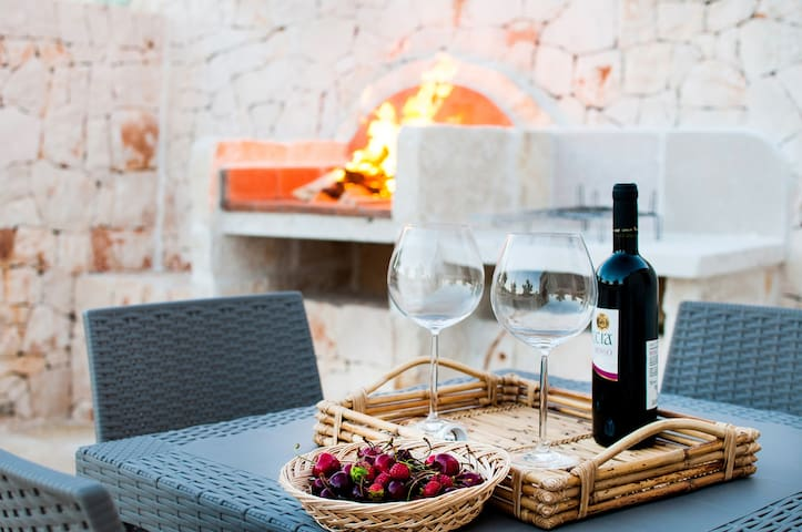 barbacue e tavolini barbecue and table