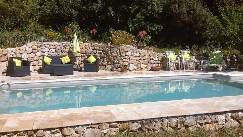 beau studio indépendant dans villa  avec piscine. - Le Tignet - Appartamento