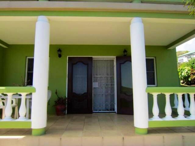Paradise: Charming 1-Bedroom near the Beach