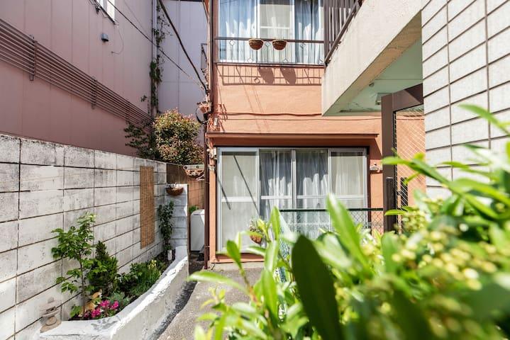 世田谷区 上町駅徒歩2分 渋谷&新宿&三軒茶屋近い、好立地!世田谷ボロ市開催地 40平米1階