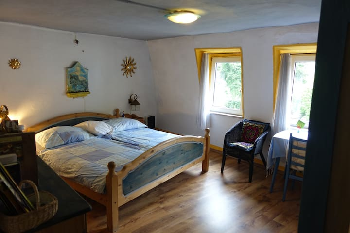 Spacious Private Room in Beautiful Medieval Town