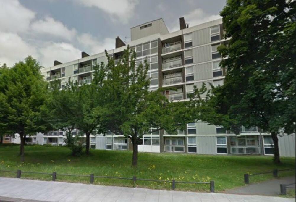 The apartment block as seen from Battersea Bridge Road