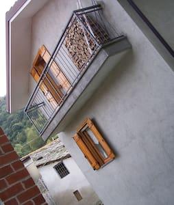 Casetta in borgata a 1018 metri - Peveragno - CN