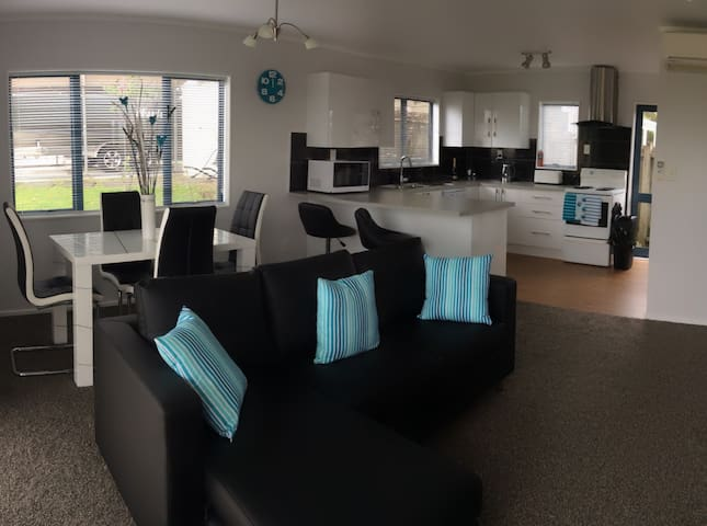 Marlee Cottage - A Self Contained Unit - Whangaparaoa - Dom
