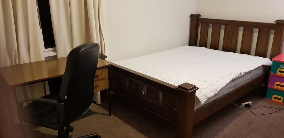 Big Queensize Bedroom Near Beautiful Torquay Beach